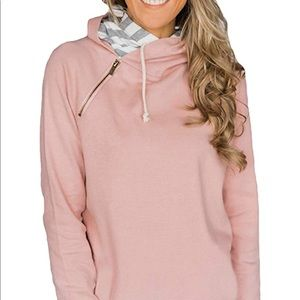 Pull over light pink sweatshirt with zipper detail